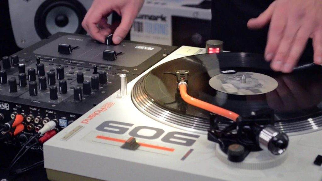Roland TT 99 3 Speed 909 Special Edition Turntable 1